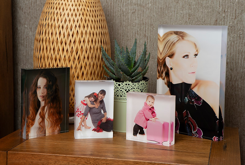 https://www.craigstewartphotography.com.au/wp-content/uploads/2018/09/Ice-Block-Acyrlic-frames-Family-photography-product_0002-670x497.jpg